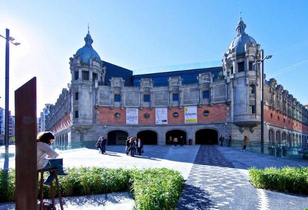 Imagen de la Alhóndiga, obtenida de la web euskalmuseoak.com