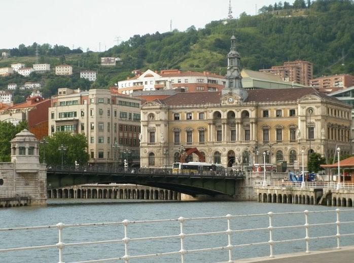"""""""Cuando uno esta lejos de su querido Bilbao, la foto de tu barrio te trae muchos recuerdos"""". Así habló Maria Nieves Serrano al comentar esta imagen de Jesus Polo."""