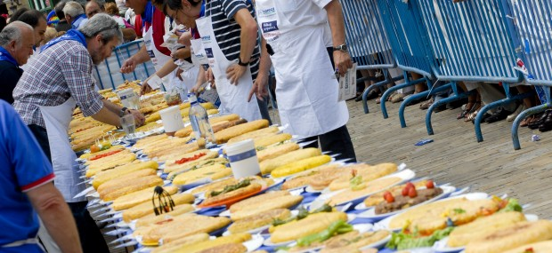 Concurso de tortillas en Aste Nagusia. Bilboko Konpartsak.
