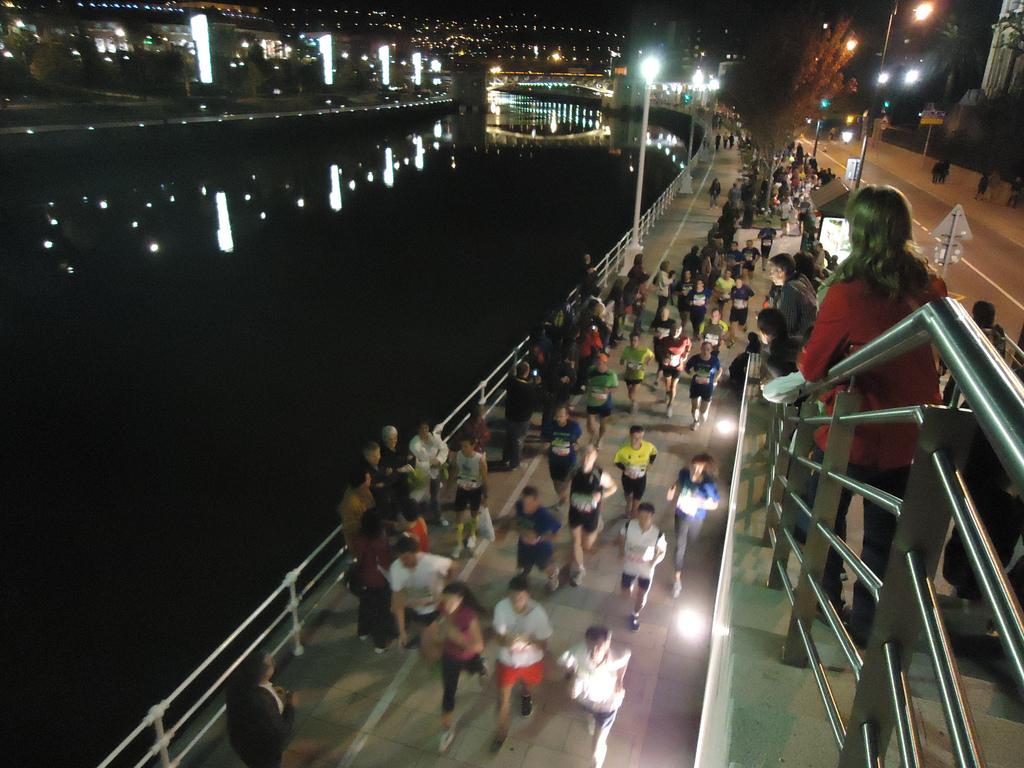Xabier Elguezua es el autor de esta espectacular imagen, que pertenece a la Bilbao Night Marathon de 2011.