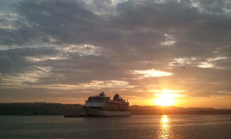 Un crucerto parte del Puerto de Bilbao. Foto: Oskar Torres
