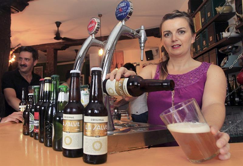 "Cerveza ""La Salve"". Foto: EFE"