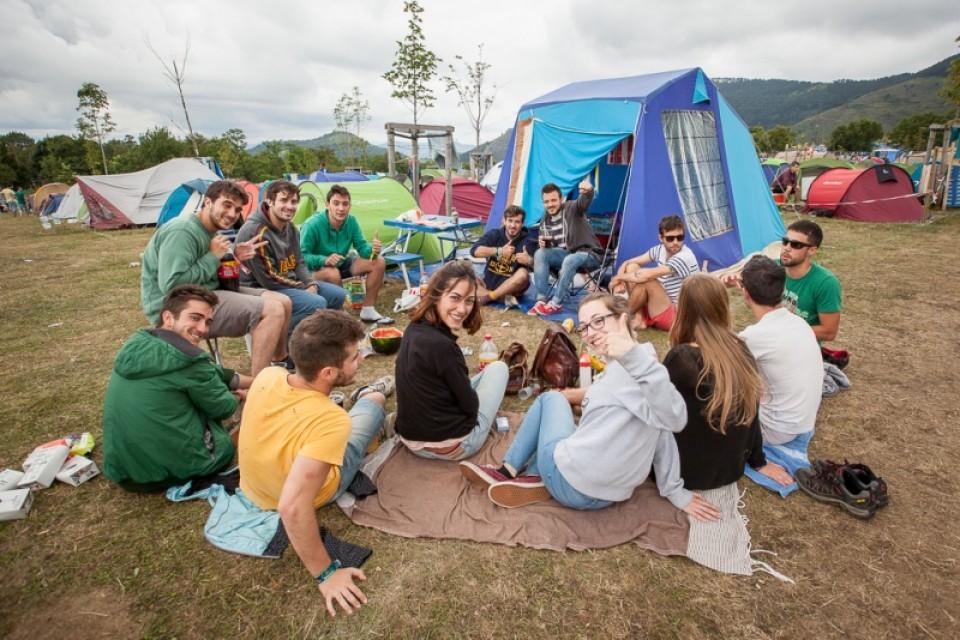 Grupo acampado en el BBK Live. Foto: eitb.eus