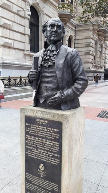Estatua en honor a John Adams, segundo presidente de los EE. UU., en Bilbao. Foto: Jesús Elordui
