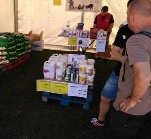 Stand con productos para la recuperación de los perros. Foto: E. Lotina