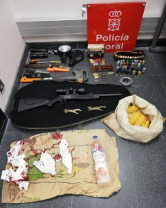 Material intervenido al presunto furtivo. Foto: Policía Foral