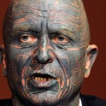 Un punki con el 90% de su cuerpo tatuado, ¿próximo presidente checo?