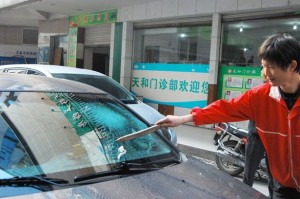 A-used-condom-falling-from-an-apartment-building-shattered-a-car-windscreen-The-condom-full-of-sperm-was-thrown-out-2681215