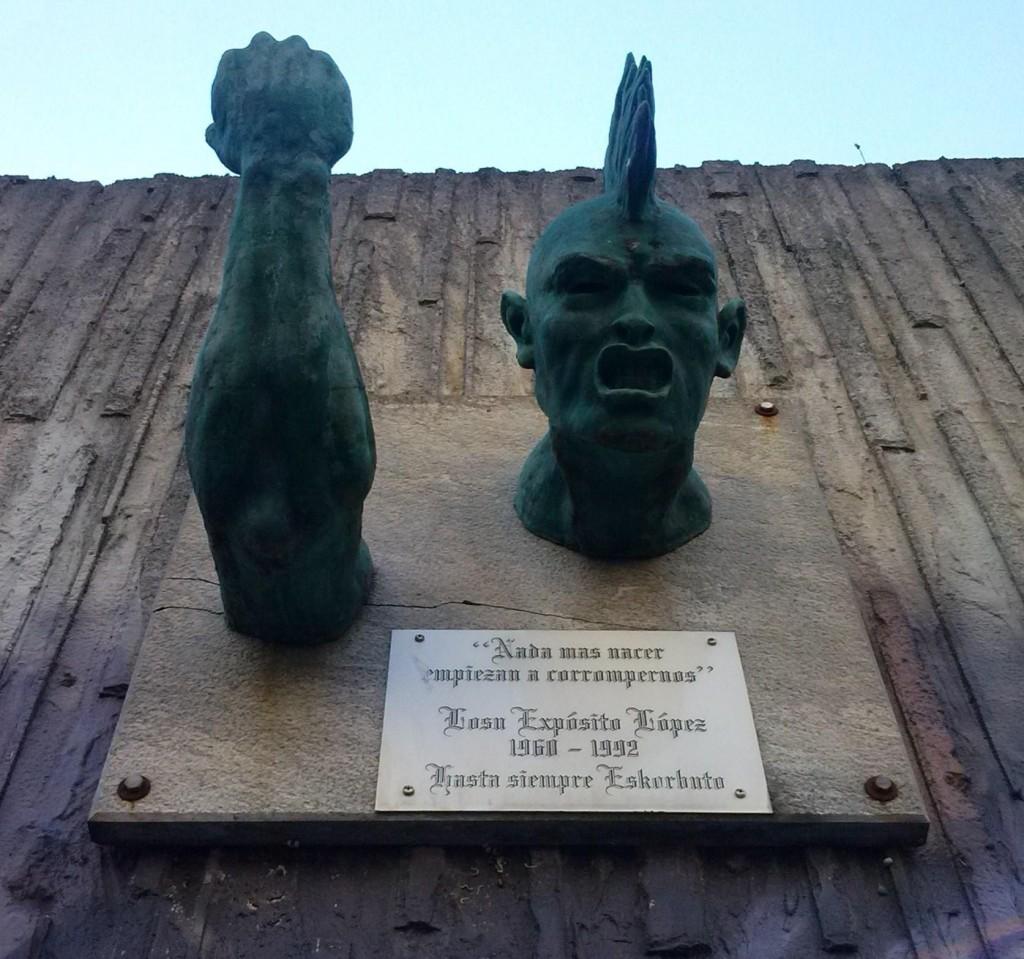 Escultura homenaje en Mamariga