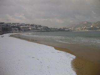 La playa de la Concha nevada en 2012. Foto: Arantxa Martínez