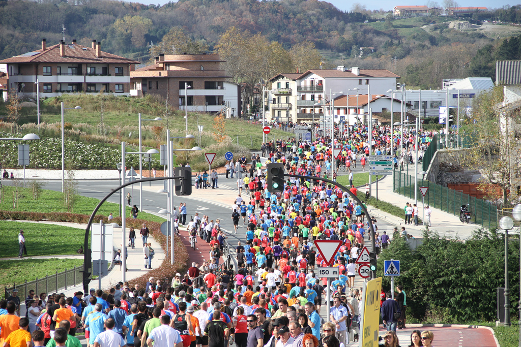 La Behobia de 2011, a su paso por Ventas, en Irun. La foto también es de Txema Vega.