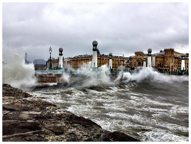 Oleaje en Donostia. Foto: Putxi Navascues