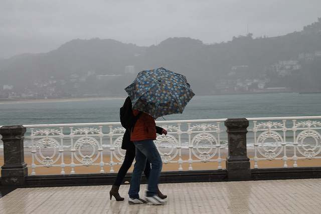 Lluvia y mal tiempo en Donostia. Foto:
