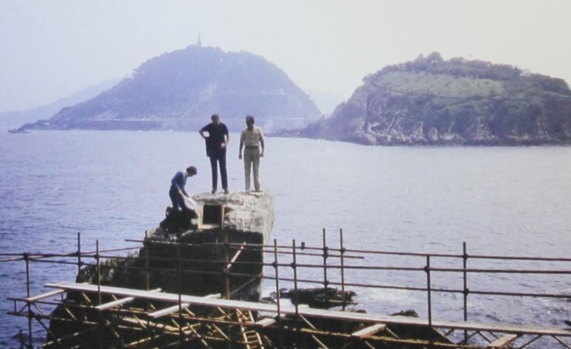 Construcción del Peine del Viento. Foto: peinedelviento.info