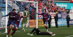 En la foto, que firma Ramón Beitia, nuestros jugadores celebran un gol en un reciente partido en Ipurua.