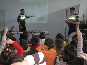 Charla de Educación vial en el Colegio San Pelayo. Foto: ermua.es