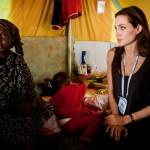 Angelina Jolie con los refugiados libios