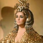 Subastan la capa que utilizó Elizabeth Taylor en 'Cleopatra'