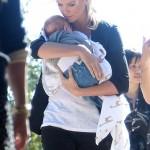 Charlize Theron mamá de un niño