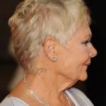 Judy Dench promociona 'Skyfall' con diamantes