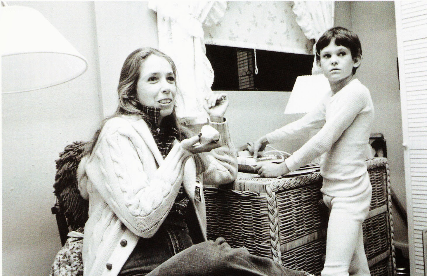 Melissa Mathison & HenryThomas en el rodaje de 'E. T'.