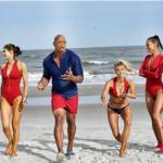Dwayne Johnson muestra a los nuevos 'Vigilantes de la Playa'