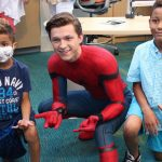 Tom Holland visita un hospital infantil vestido de Spiderman