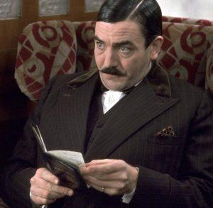 Finney como Poirot