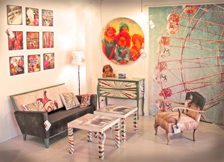 Fotografía de algunos muebles personalizados en el Showroom de Foto Ikatz.