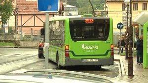 Un autobús de Bizkaibus. Imagen de archivo: EiTB
