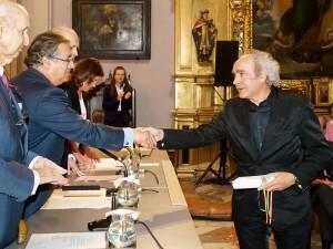 Koldo Etxebarria recogiendo el Premio Internacional Pintura Focus Abengoa