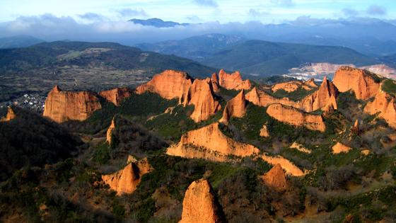 Nahigabean paisaia bitxia sortu zuten erromatarrek. Irudia: Juanma Gallego