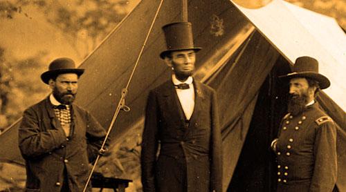 Allan Pinkerton, ezkerraldean, Lincoln presidentearen ondoan