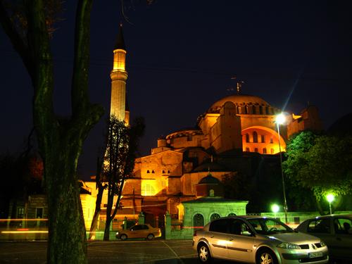 Hagia Sofia 14 mendez lurrikaren aurrean zutik mantendu da. Irudia: Juanma Gallego