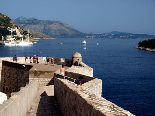Adriatikoari begira dago Dubrovnik. Irudia: Juanma Gallego