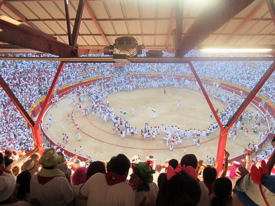 Peñas en la plaza de toros. Foto: donibane.org