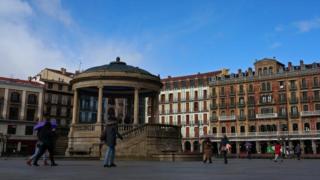 Néstor Martínez es el autor de esta otra imagen. Una tarde cualquiera en la Plaza del Castillo.