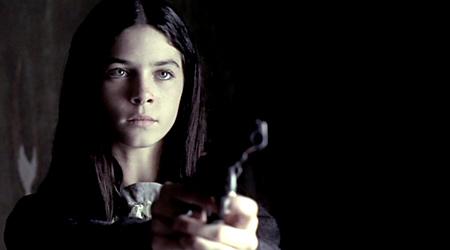 FOTO Una chica con una pistola