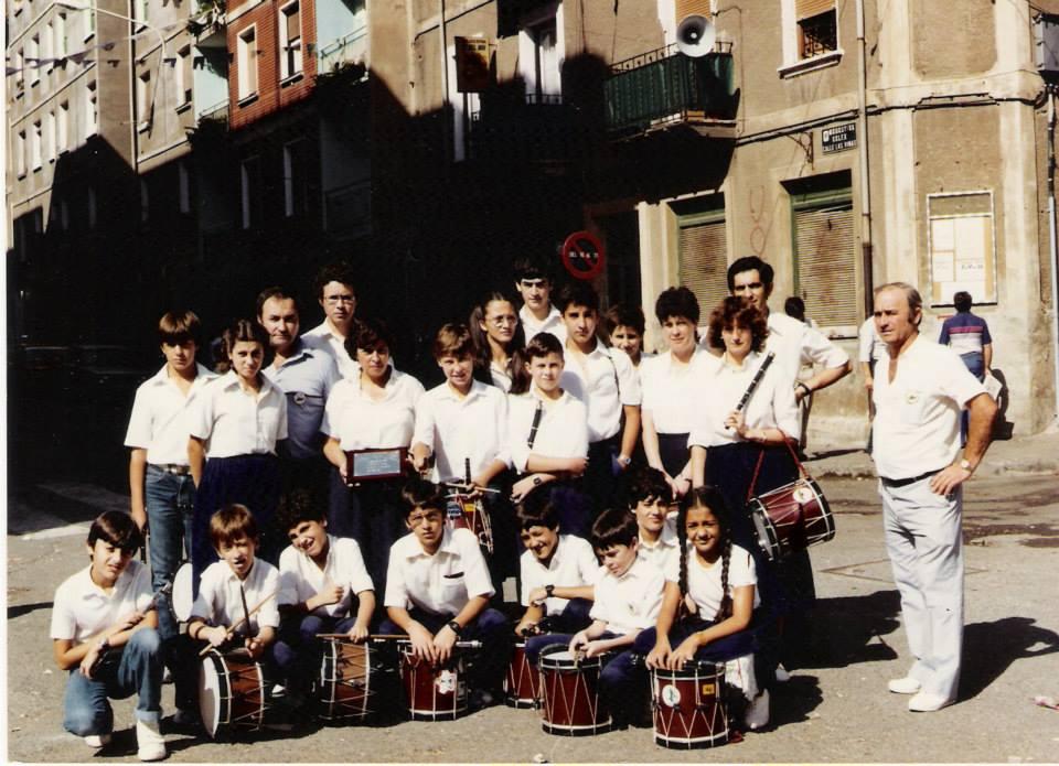 """La banda de txistularis """"Lora barri"""" en los años 80. Foto: Portugaleteko Txistu Zaleak"""