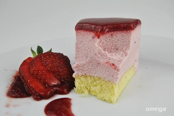corte de tarta de queso y fresa.JPG1