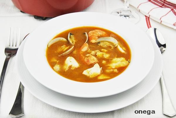 Sopa de pescado emplatada