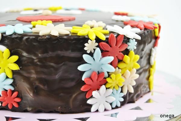 tarta-de-chocolate-con-flores-en-fondant.2JPG