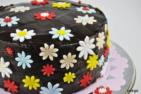 tarta-de-chocolate-con-flores-en-fondant.3JPG