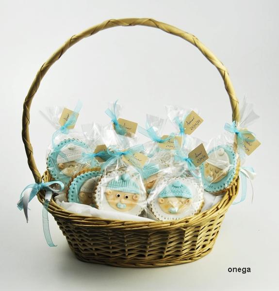 cesta-con-galletas-bautizo-en-fondant