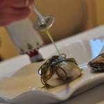 Receta de merluza rellena de ostras con salsa de algas