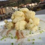 Buñuelos de coliflor con natillas de Cabrales