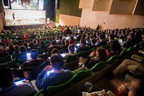 Confencia inaugural de Laura González-Estefáni (Facebook) en iRedes 2014. Foto: Victoriano Izquierdo
