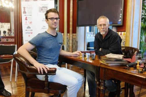 Fotografía de dos de los participantes en el torneo, los jugadores del Club Ajedrez Sestao Edouard Romain (izquierda) y Mario Gómez (derecha) Foto: bizkaialde.net