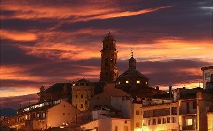 Vista de la catedral de Tudela de noche.