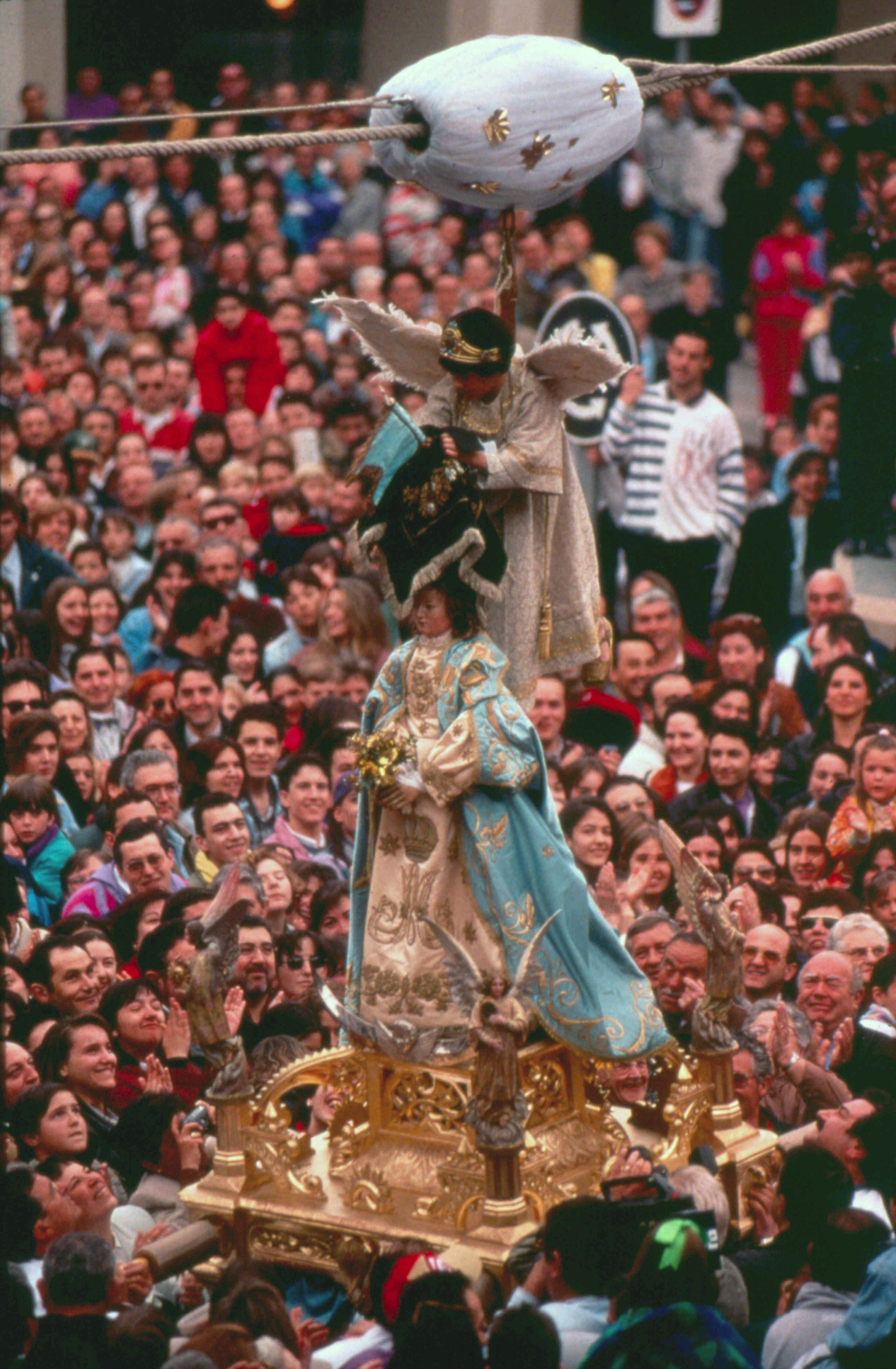 Bajada del Ángel. Fotografía de Ángel Larrion y Pimoulier, cedida por el Archivo de Turismo 'Reyno de Navarra' .